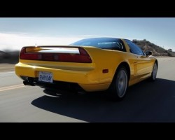 Acura (Honda) NSX Sights & Sounds — Beauty, Exhaust, Fly-by