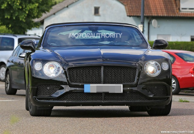 2018 bentley continental gt convertible spy shots the automotive news. Black Bedroom Furniture Sets. Home Design Ideas