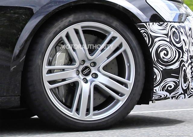 2019 Audi RS 6 Avant test mule spy shots - Image via S. Baldauf/SB-Medien